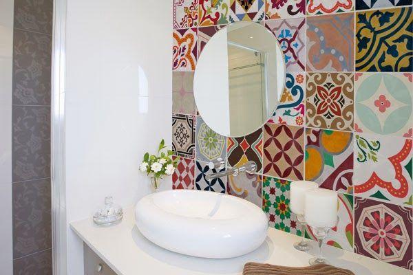 Reformar sem quebrar? Aposte no adesivo no azulejo Solução barata para renovar o lar pode ser encontrada em diversos modelos; cozinhas são as preferidas.