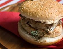Hamburger di pollo con crema ai funghi