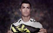 """Cristiano Ronaldo e Xabi Alonso discutem sobre suas patrocinadoras: """"Sua chuteira é de plástico""""."""