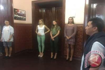 Puluhan Model Rusia Antre Untuk Audisi Peragaan Busana Indonesia