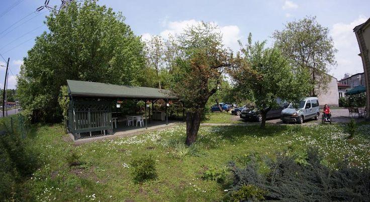 Przyhotelowy parking noclegów pracowniczych. http://noclegipracowniczekrakow.pl/pradnik