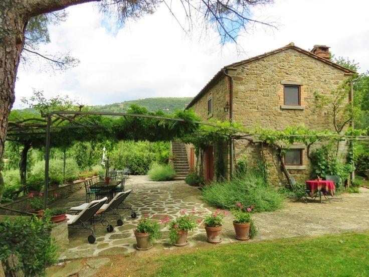 LA PONENTINA - Farmhouse with land and swimming pool for sale close to Cortona, Arezzo, Tuscany - SHOP Online www.cortonarealestate.it