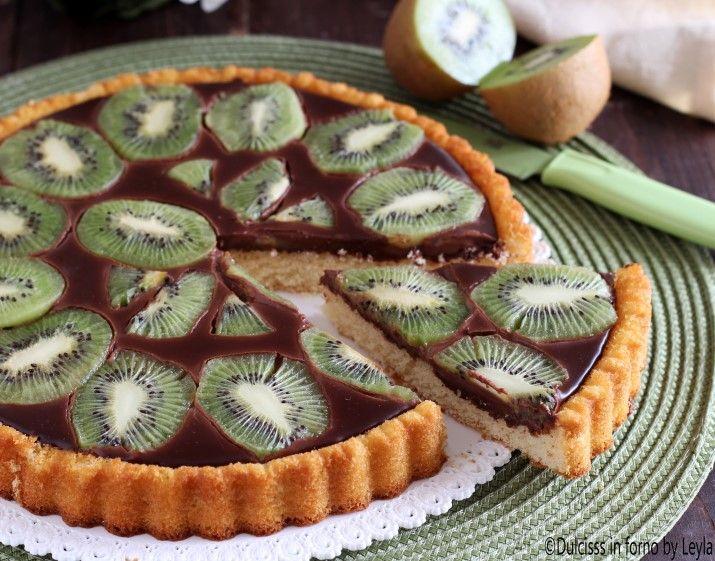 Crostata+morbida+con+cioccolato+e+kiwi