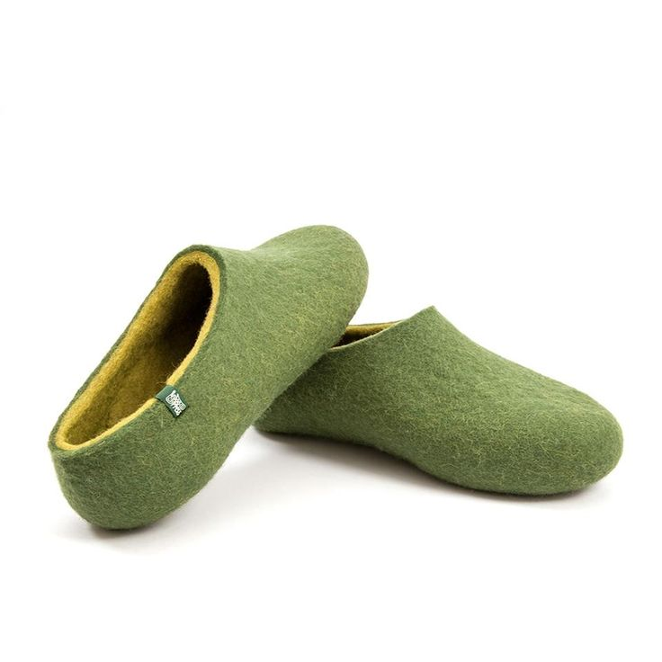 Mens felted slippers in 100% merino wool. So soft and comfortable you wouldn't like to take them off. #woolen #felted #clogs #slippers