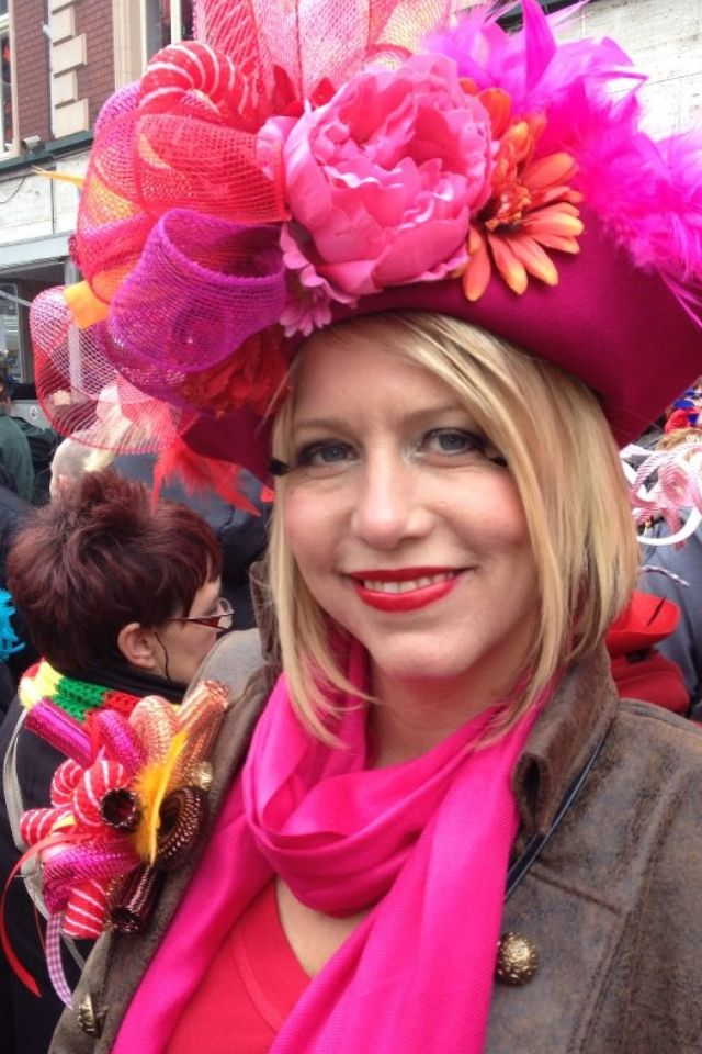 Pink hat and corsage voor vastelaovend carnaval. www.btstyling.nl