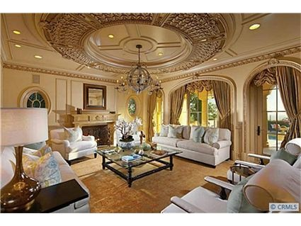 Could this living room be anymore gorgeous?
