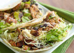 Tacos de Pollo a la Parrilla con Fideo y Frijoles Negros
