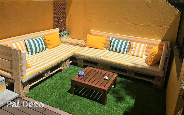 Now see an idea for the seating demand outdoor, the idea is simple to copy because just the pallets are required to make the furniture to enjoy the weather with the family on a fine day.
