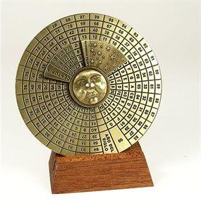 """Este calendario abarca desde el 1 de Enero del año 1600 hasta el 31 de Diciembre del año 2799. Está basado en el ciclo repetitivo de 400 años y en el ciclo solar que es de 28 años. Funciona mediante la """"letra Dominical""""."""