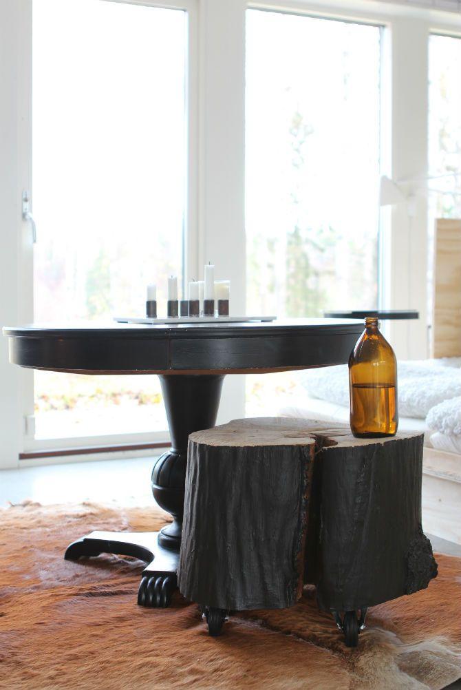 pelarbord_svart_gammaltbord_stubbe_som_bord...http://www.qreate.se/nyhet-i-maliins-stoore-har-ser-ni-forsta-upplagan-prototyp/