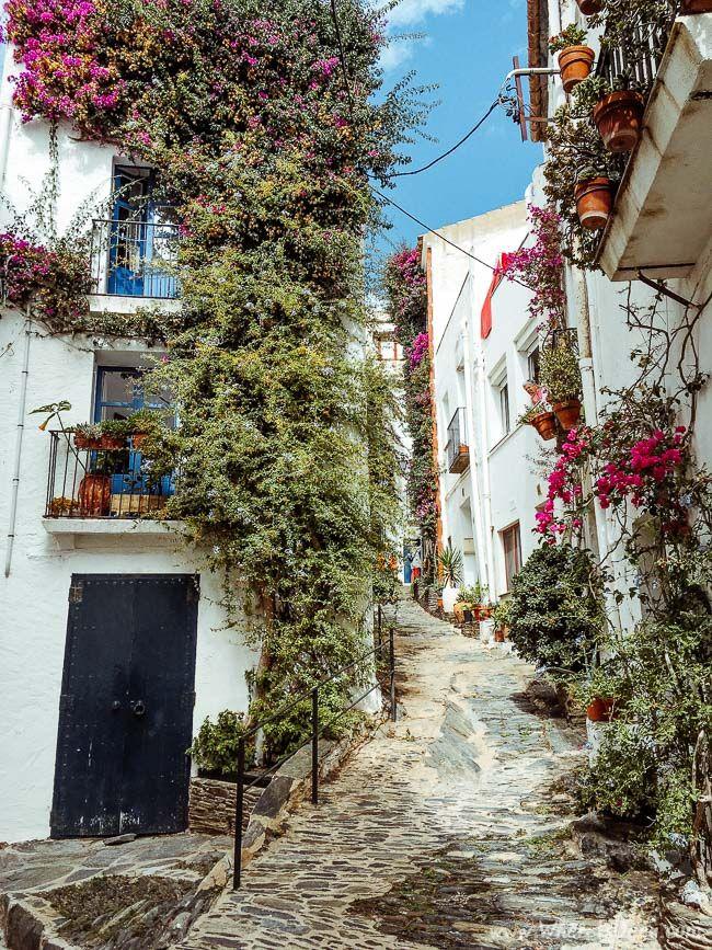 Discover Costa Brava: Cadaques / www.whereisdeea.com / travel, photography, white village, Spain, Catalunya, bougainvillea, stone streets, architecture
