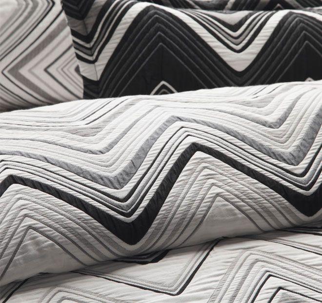 davinci-sinatra-quilt-cover-detail-white