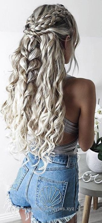 Marvelous Grey Curly Hair + Denim                                                                             Source  The post  Grey Curly Hair + Denim                                             ..