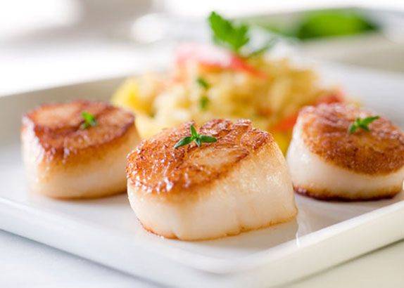 This is one of the easiest scallop recipes I have made yet, and just as tasty as it was easy! I also like the fact that it only requires common ingredients that you usually have in the kitchen.   Ingredients 1 1/2 lbs bay scallops, rinsed and drained 2 tablespoons butter, melted 1/4 cup grated …