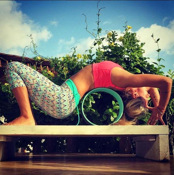8 Yoga Tips I Learned From Taking Yoga Class With Yoga Girl, aka Rachel Brathen   Bustle