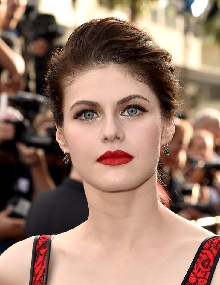 Those Galaxy Colored Eyes  Alexandra Daddario ♣️