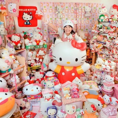 appealing hello kitty living room | Can you imagine living in a room so full of Hello Kitty ...