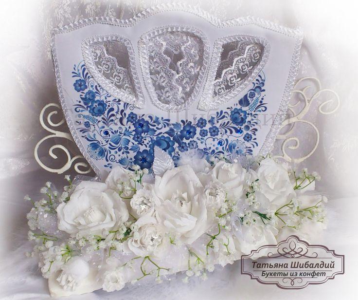 Свадебная карета-шкатулка и композиция из конфет.