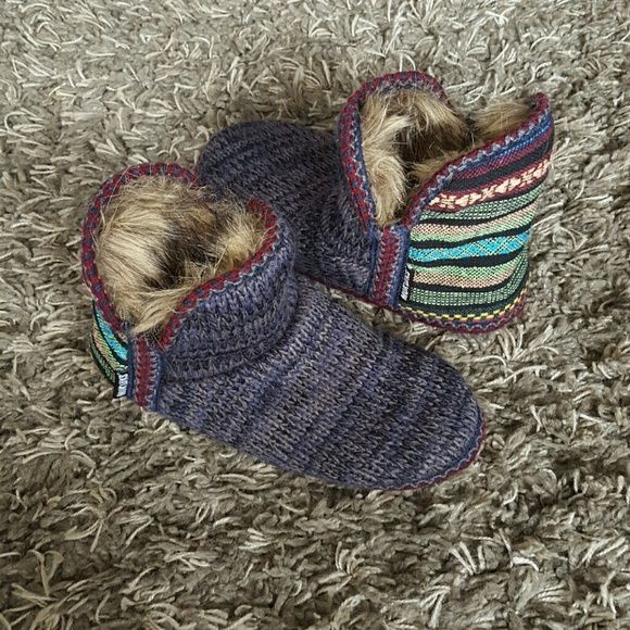 Muk Luks These are best for size 8 thru 10.  Slippers worn once.  Super soft and warm, I just have too many pairs!  ;) muk luks Shoes Slippers