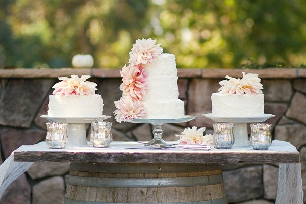 Buttercream wedding cakes   photography by http://www.closertolovephotography.com/