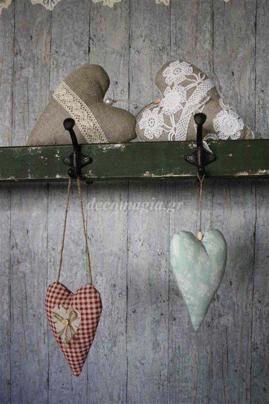 Υφασμάτινες καρδιές με διακοσμητική ραπτική~ Hearts with cucito creativo