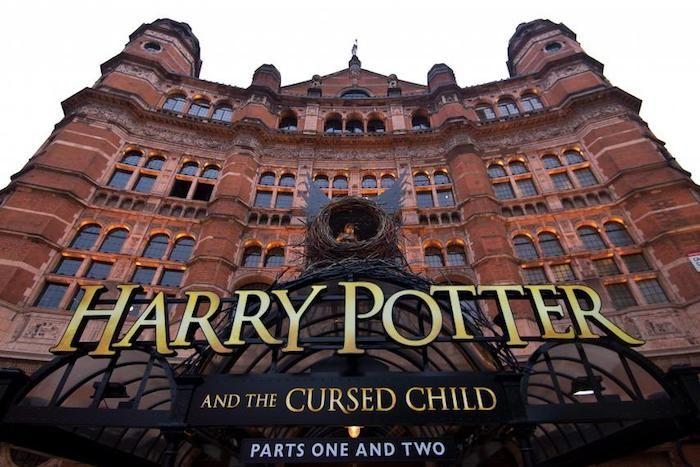 """A franquia #HarryPotter agora vai pra #Broadway! A peça """"Harry Potter e a Criança Amaldiçoada"""" estreia por lá em 2018!"""