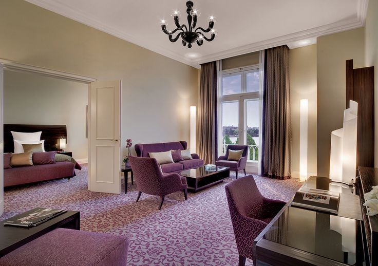 The colours of the guestroom carpets have been matched excellent to the entire interior.