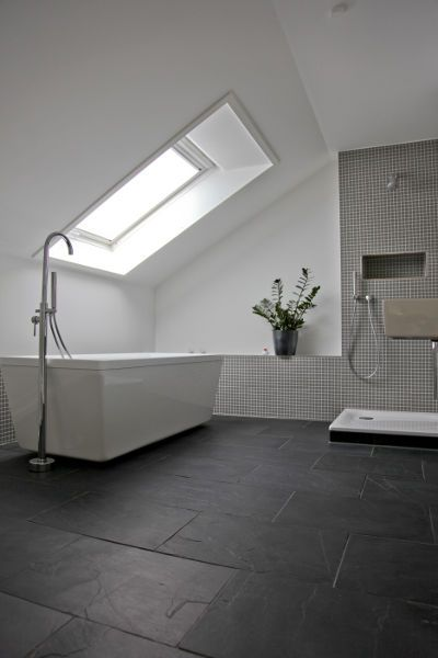 Bad schiefer fliesen 2 badezimmer pinterest attic bath and interiors - Fliesen badezimmer ...