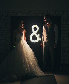 Gorgeous urban wedding photo idea