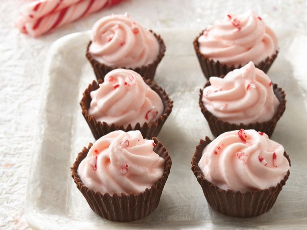 Peppermint Mousse Cups: Christmas Parties, Mousse Cups, Chocolates Chips, Teas Cups, Peppermint Mouse, Peppermint Mousse, Sweet Tooth, Teas Recipes, Bites Size Desserts