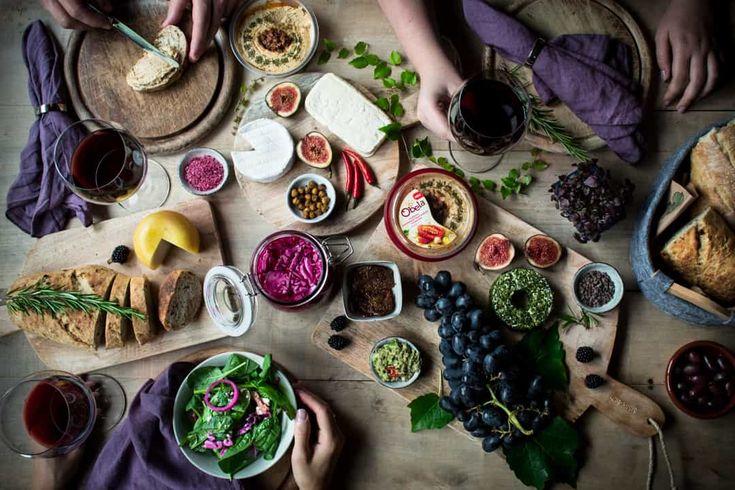 5 Hummus Ideen!Einfach gesund und lecker. Rezepte:eingelegter Rotkohl,Gegrilltes mediterranes Gemüse und Halloumi, Orientalische Wraps mit Feta-Gurken und scharfen gerösteten Kichererbsen undFrische Bagels mit Radieschensprossen.Rezept je auf deutsch! Dieser Beitrag enthält Werbung!Mehr Rezepte und dieses Rezeptaufwww.nutsandblueberries.de/5-ideen-mit-hummus