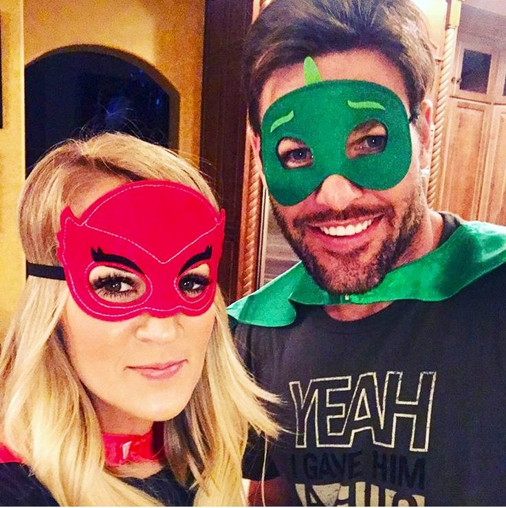 How adorable are they!! Carrie Underwood & Mike Fisher!! They've gotta be so much fun!!