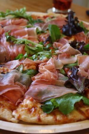 リボンで手作りオーナメントと生ハムのピザ : Everyday Meal~Kitchen N ... a0268315_16354990.jpg