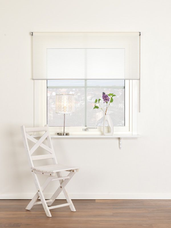 Komplett rullgardin med väggbeslag, aluminiumunderlist och kulkedja i stål Ljusfiltrerande dekorativ rullgardin med vävda och transparenta ränder och alum