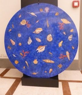 Tavolo o pannello in scagliola marmorizzata con disegno e  Intarsio di Conchiglie e Coralli Table or panel scagliola marbled design inlaid Shells and Coral