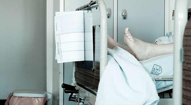 Eutanásia, Refere-se às ações tomadas pelo médico e pelo paciente, que concordam (com consentimento informado) para acabar com a vida do paciente.