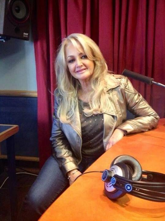 Bonnie in studio at Radio Sonder Grense - 03/09/2013 #BonnieTyler #Concert #SouthAfrica #CapeTown #Johannesburg #ORTamboInternationalAirport #EmperorsPalaceHotel http://www.facebook.com/BonnieTylerSouthAfricaTour2013