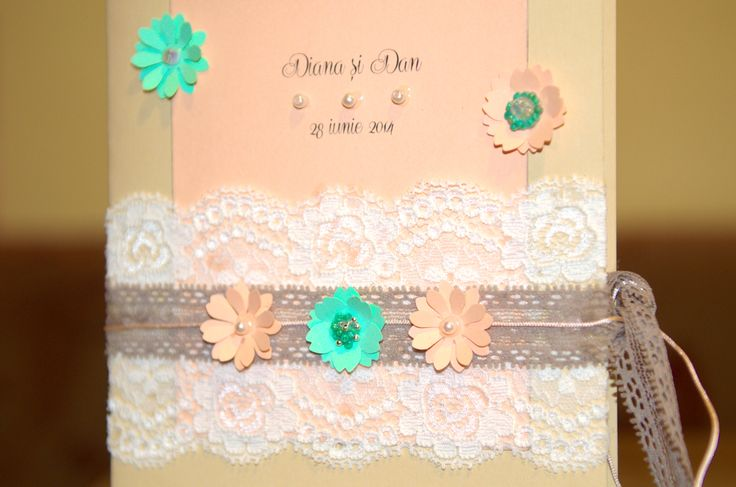 Peach and mint accents for a jolly wedding