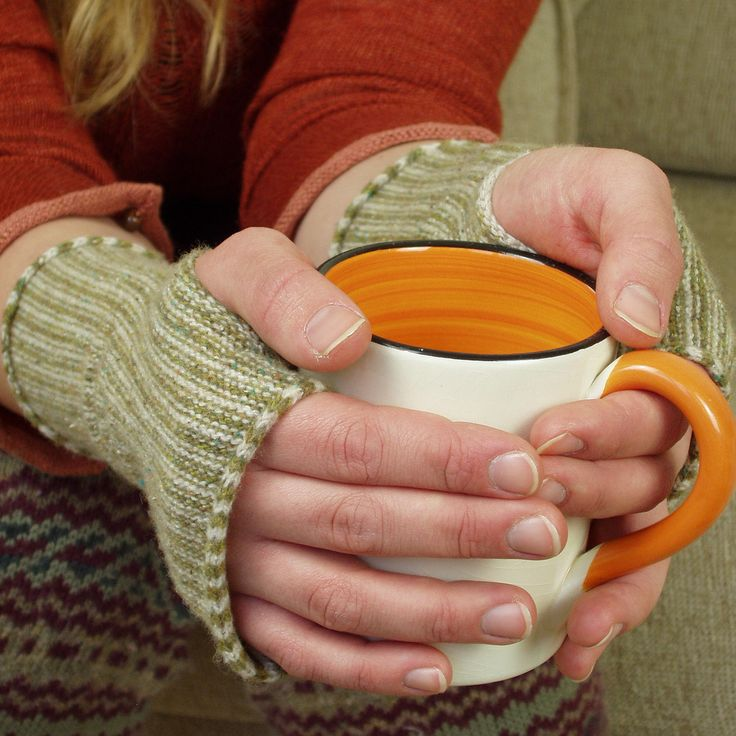 These lovely wrist warmers (fingerless gloves) are soft, light and warm to wear. They are popular as ...