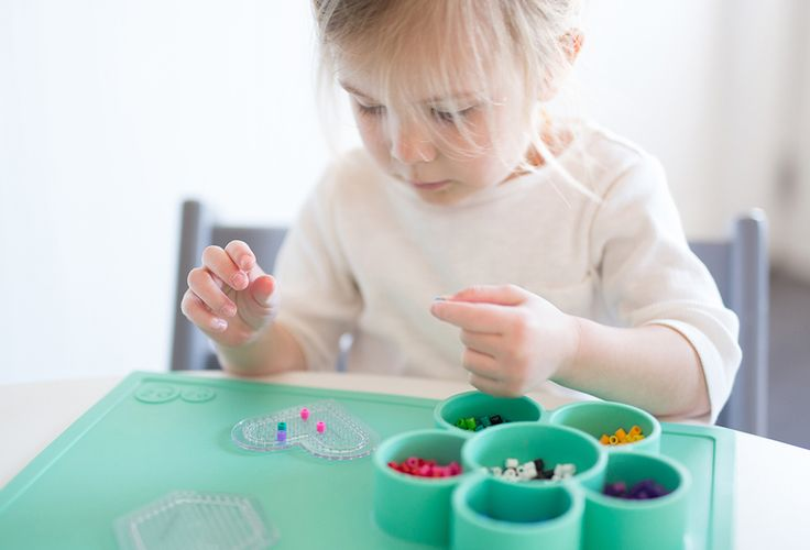 ezpz flower play mat / the original, all-in-one, silicone tray and placemat that suctions to the table / for crafting and painting