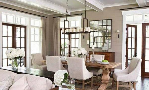 Esszimmer gestalten – mischen Sie den traditionellen Stil mit zeitgenössischen Akzenten - esszimmer gestalten beige polsterstühle teppichboden holz fenster