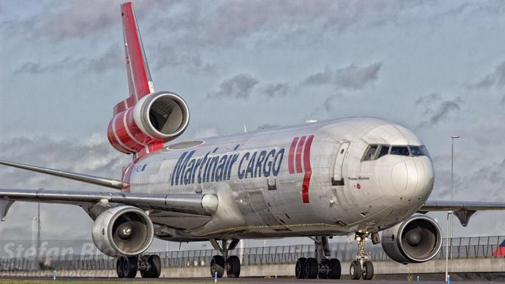 Martinair Cargo MD-11 Taxi to his stand