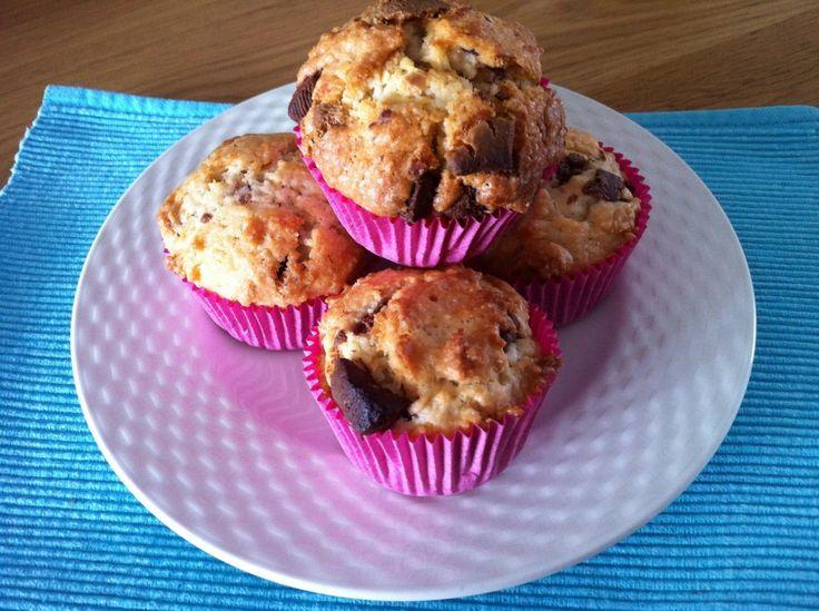 Muffins met witte en bruine chocoladestukjes - Zusjes koken over
