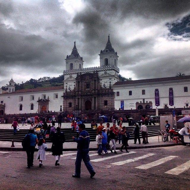 Plaza de San Francisco en Quito, #Ecuador by @nitacoello #PlazaSanFrancisco #Quito #Ecuador