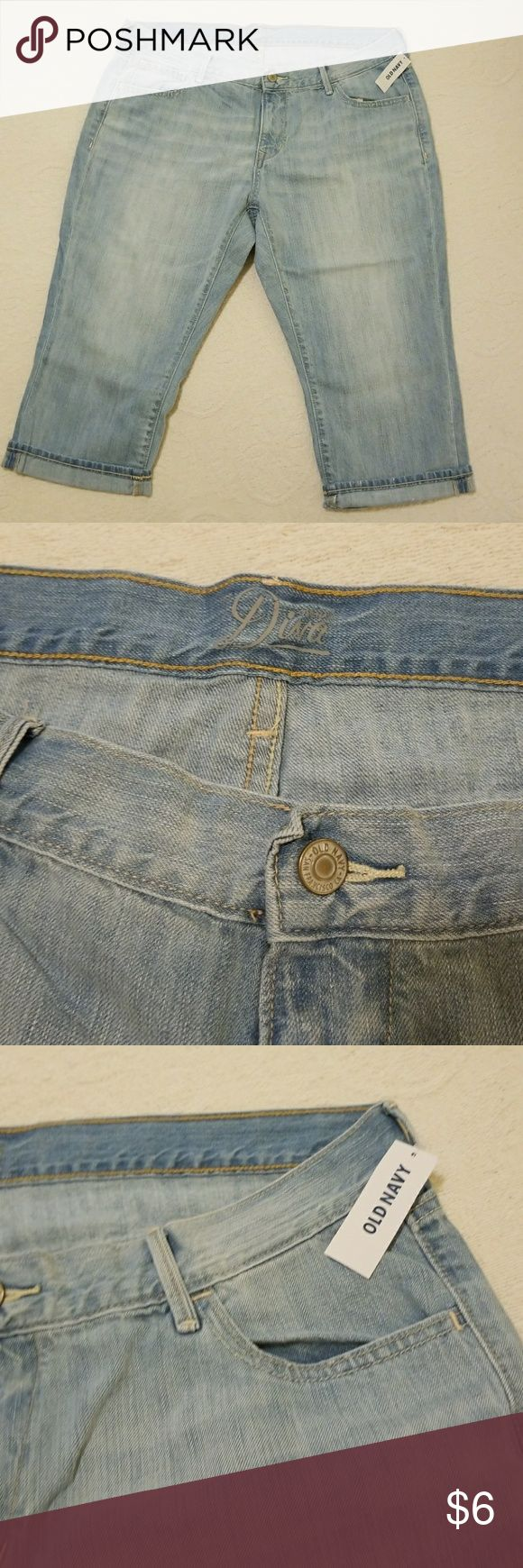 Woman's jean Capri/cropped/ my old navy size 16 A pair of women's old navy jean Capri/cropped.Style is diva . size 16 new with tags .Fabric 100% cotton . Old Navy Jeans Ankle & Cropped