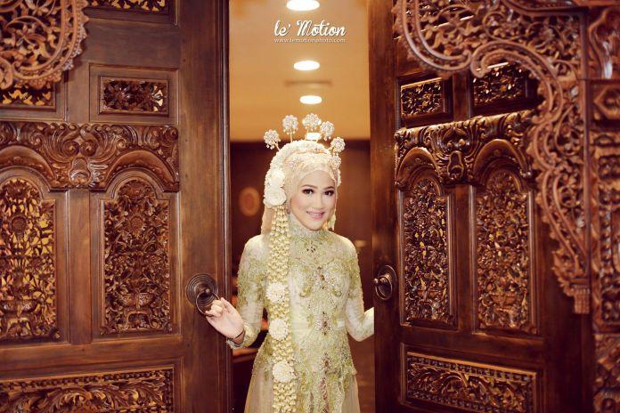 Bella & Khairul - Jawa & Palembang Wedding by Le Motion | http://www.bridestory.com/le-motion/projects/bella-and-khairul-jawa-palembang-wedding