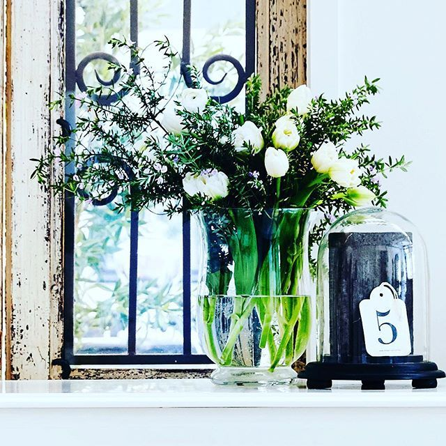 { L U X U R I O U S }  Is there anything more beautiful than fresh flowers in your home? Calming | Soft | Romantic | Sensual | A Little Luxury x #loveisinthedetails . . . #white #whiteandgreen #freshcut #freshflowers #interiordecor #interiorinspiration #french_dressing_furniture #frenchdressing