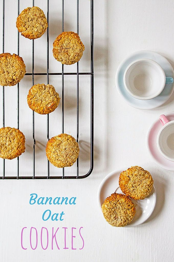 Banana Oat Cookies with no refined sugar. Only sweetened with fruit, these cookies are perfect for kids and blw (baby led weaning)