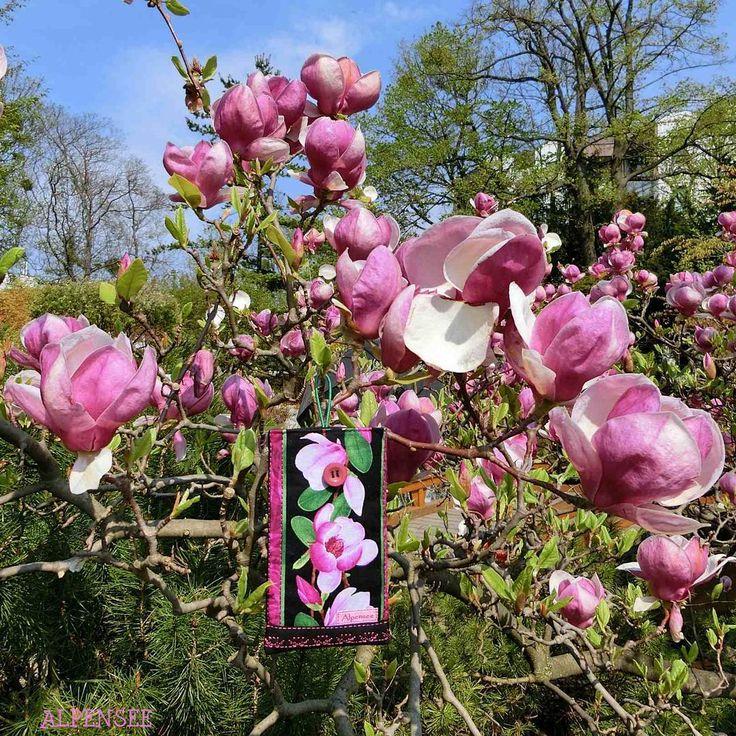Магнолия - волшебное дерево: универсальные чехлы тоже растут на нем. . Magnolia is a magic tree: even universal cases may grow on it. . #alpenseelovesflowers #alpensee_universalcase . #vienna #wien #viennacity #visitvienna #igersvienna #viennablogger #spring #primavera #früling #blossom #springinthecity #colorful #amazingnature #natureparadise #springflowers #springintheair #flowermagic #flowerstagram #flowersofinstagram #magnolias #magnoliatree #springishere #magnolia #...