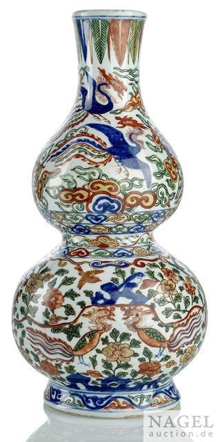 A very rare Impérial wucai double-gourd wall vase, China, underglaze blue Wanli mark and period. Sold for 220.000 € at Nagel, 7 December 2015, lot 456. © 2015 Nagel Auctions